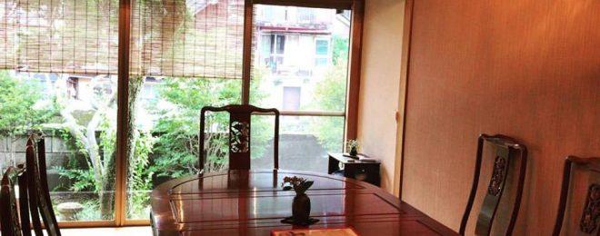 テーブル席 洋間 古時計 個室